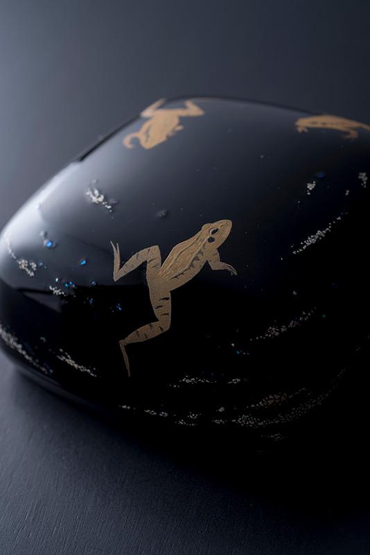 乾漆蒔絵箱「游蛙」かんしつまきえばこ ゆうけい