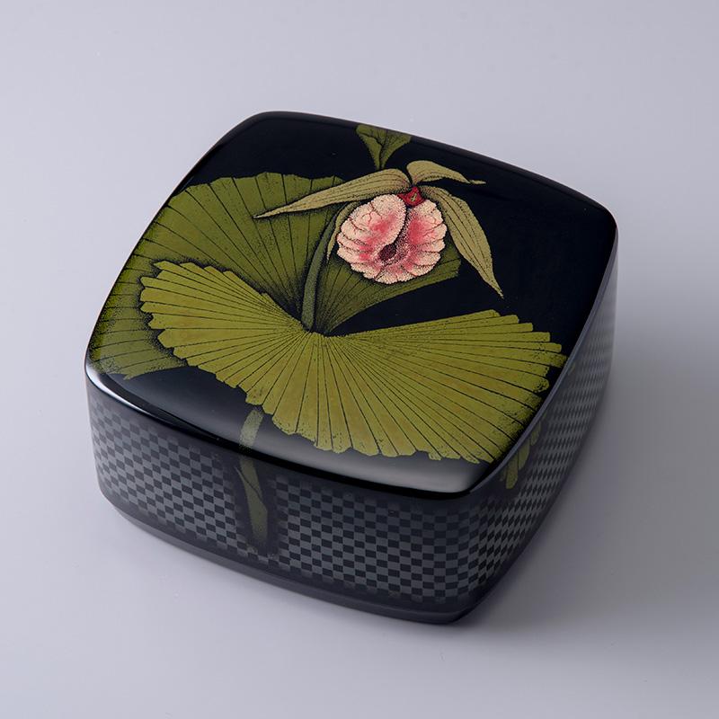 乾漆蒟醤箱「熊谷草」かんしつきんまばこ くまがいそう